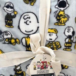 Peanuts Charlie Brown Velvetsoft Throw